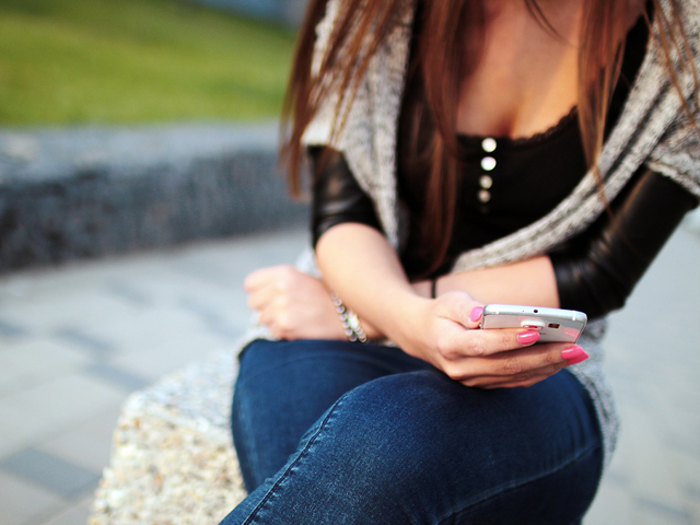 ragazza-smartphone